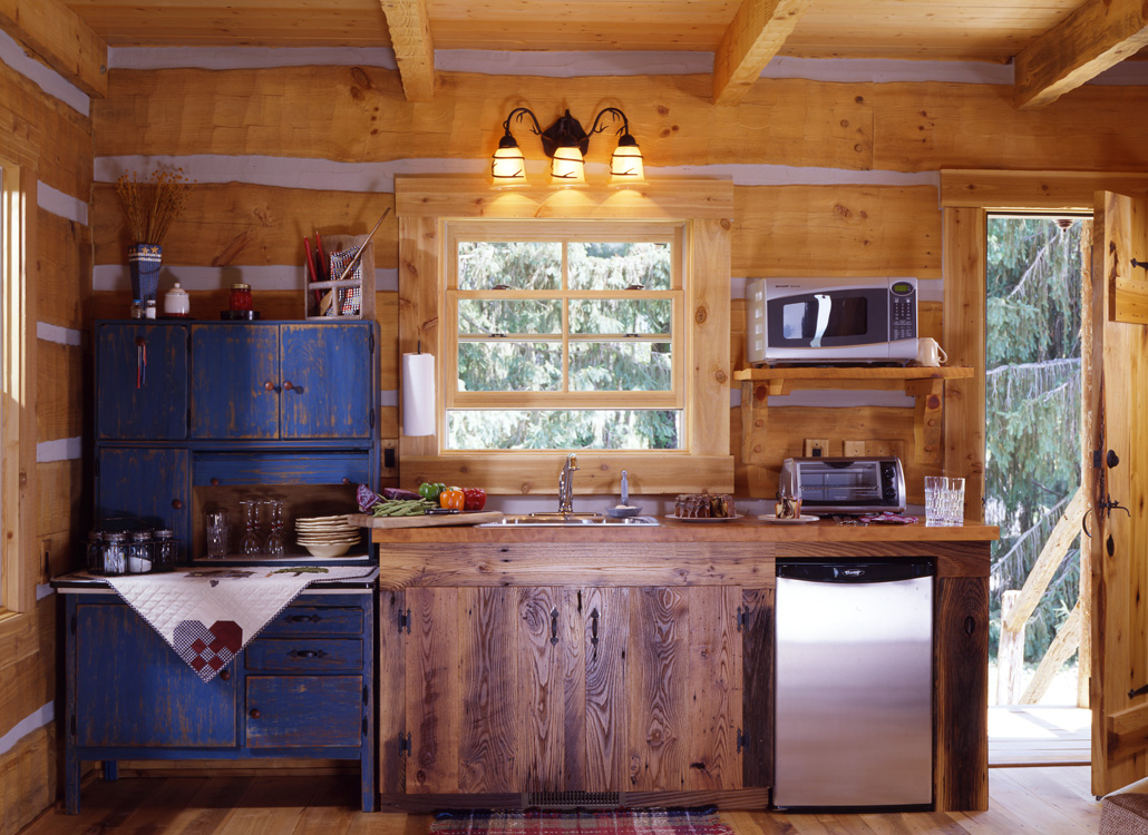 Дизайн кухни деревянного дома своими руками 26